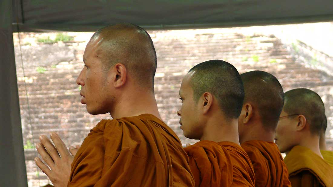 monks-thailand